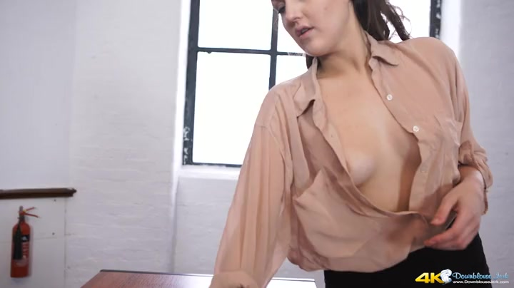 Downblouse tits braless