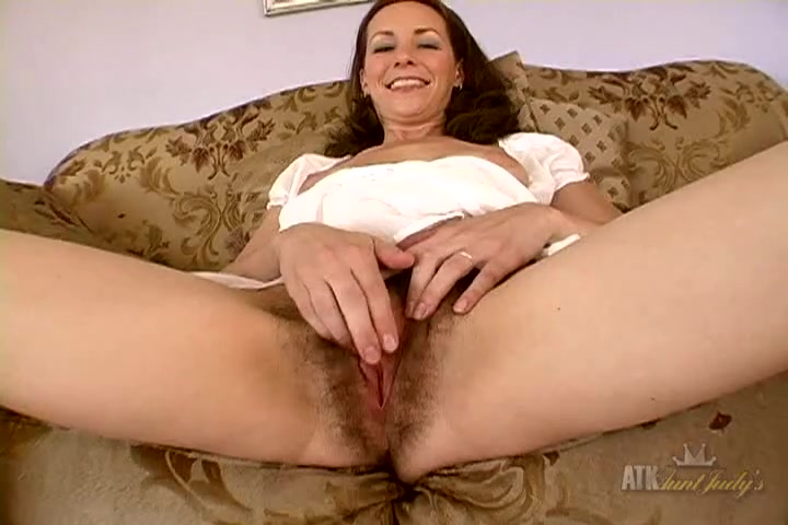 Images - Milf with a nice bush