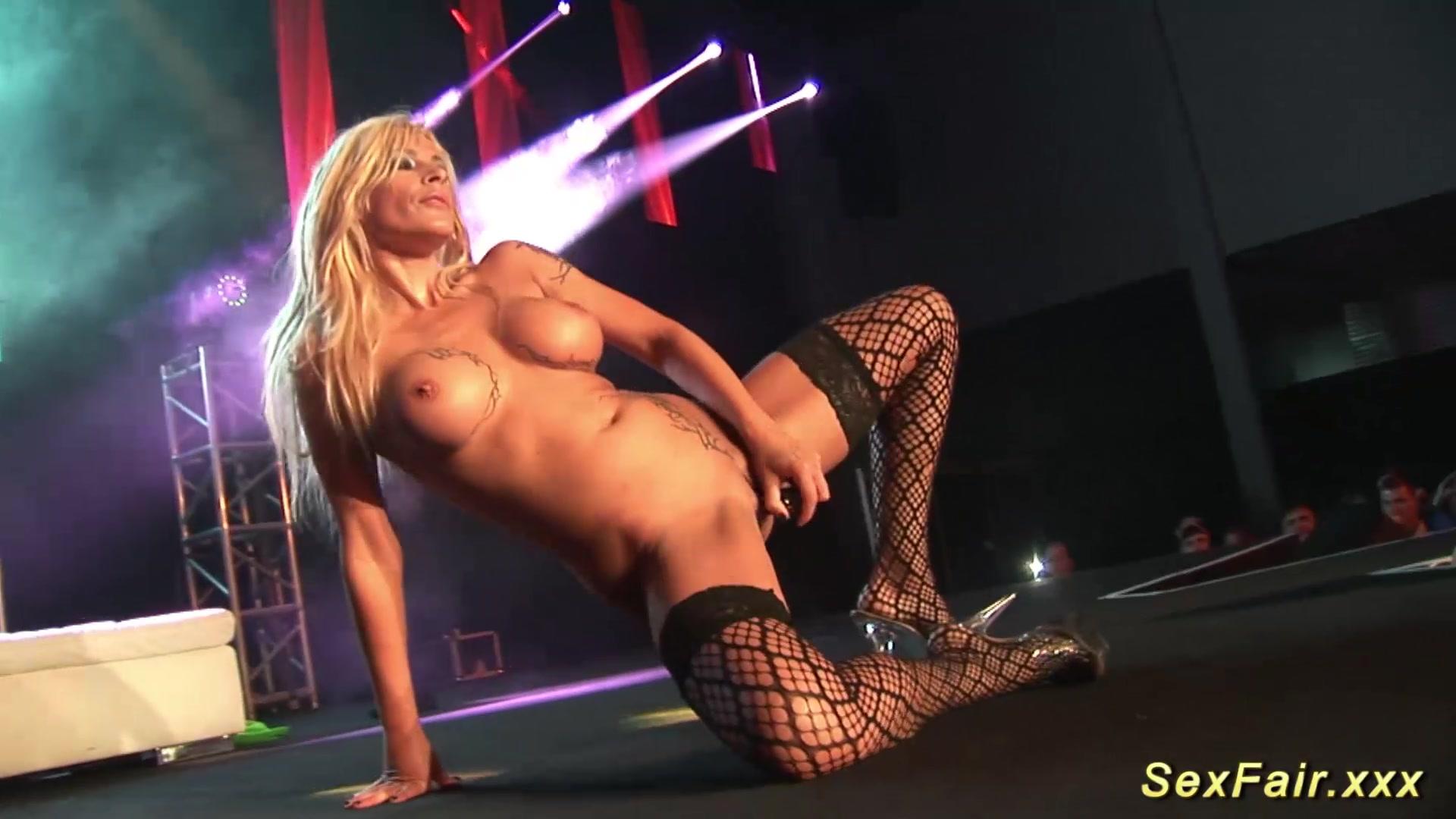 Смотреть стриптиз от великолепной русской киски, порно прикол ебля в очков