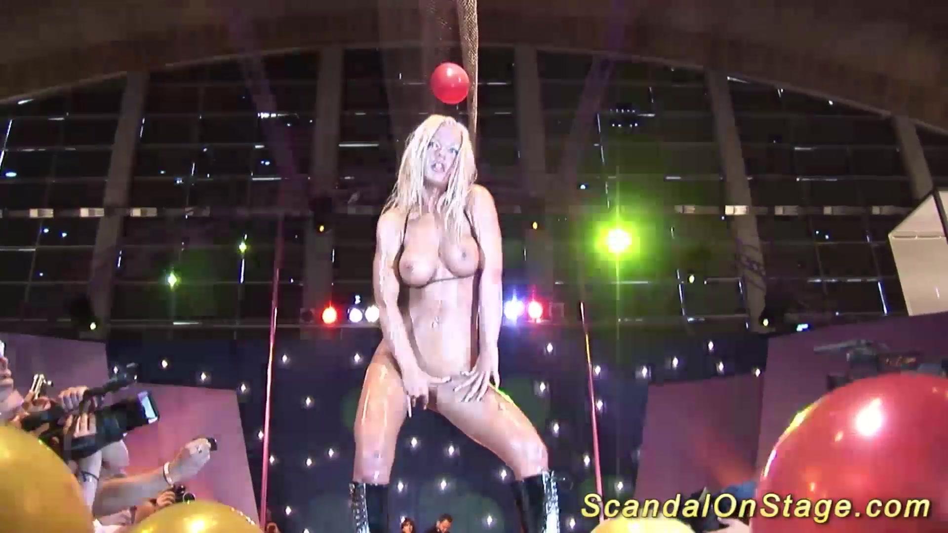 Milf sex show
