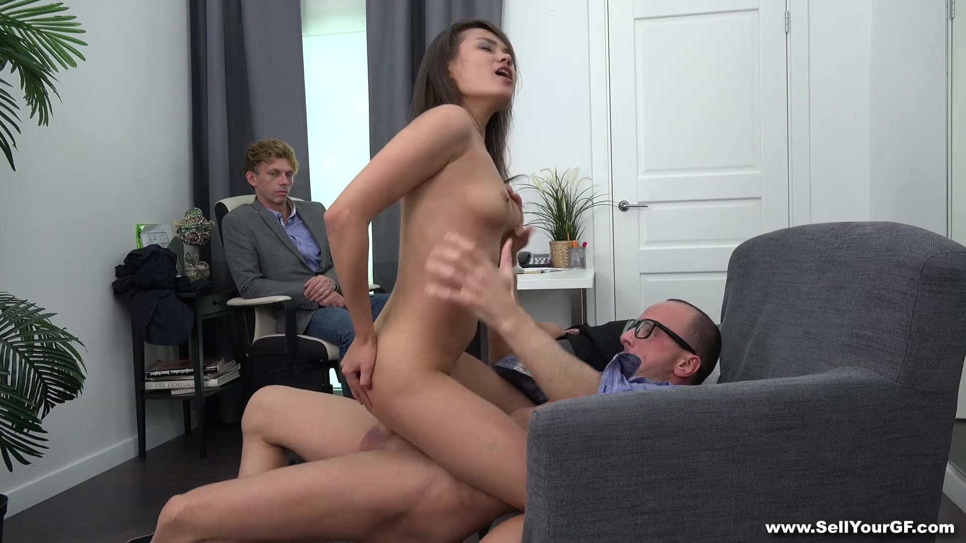 Трахать жену босса, Мой босс трахает мою жену -видео. Смотреть мой 22 фотография