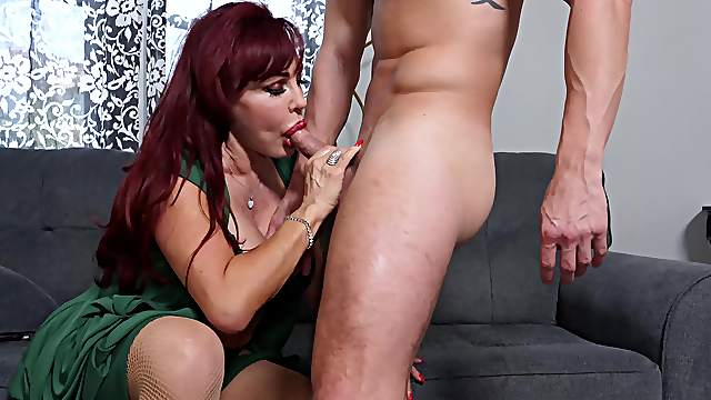Fine MILF throats and gets laid until the man remains without fuel